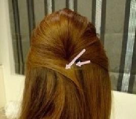 使用小发夹塑造公主发型的方法介绍